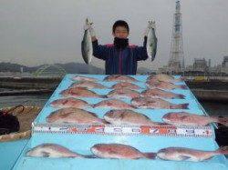 マリーナシティ海上釣り堀、ファミリーで大漁♪大漁♪
