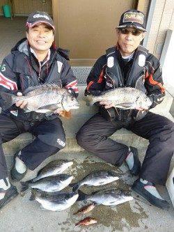 湯浅の磯でのフカセ・二人で良型チヌ含む7枚の釣果!