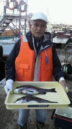 沖一文字白灯で紀州釣り、良型チヌもあがっています。