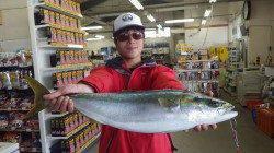 堺堤防先端で3.5kgのメバルGET!!!ライトジグですv