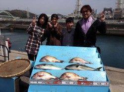 マリーナシティ海洋釣り堀、ファミリーもお子さんもハマチGET!