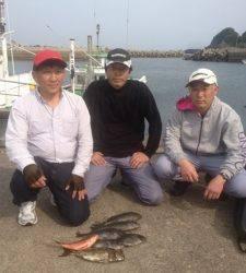 カナトコでオキアミフカセ、アイゴにグレに他にも釣りました
