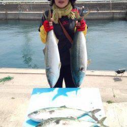 マリーナシティ海洋釣り堀、今日はブリもあがりました!