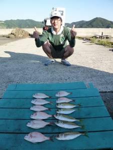 沖一文字でカゴ釣り、小ダイにナイスサイズのイサギも