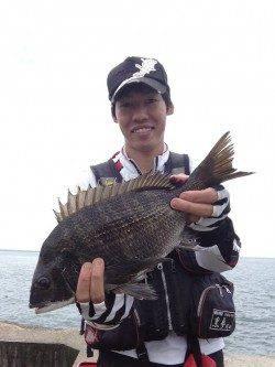 淀川河口 2枚潮がひどい中でも、フカセでチヌ〜47cm3匹