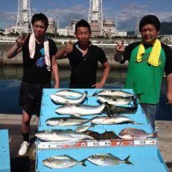 マリーナシティ海洋釣り堀 シマアジ・メジロ・ハマチ・マダイなどで大賑わい