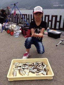 マリーナシティ海釣り公園 投げ&サビキでキスやアジの釣果