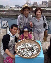 マリーナシティ海釣り公園、ファミリーでサビキ!アジ大漁!!!
