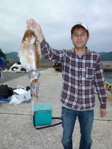 夜通し、沖一文字内向きでヤエン釣り、アオリ1kgの釣果