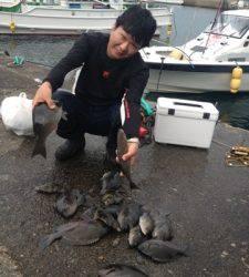 串本の磯 フカセでグレ・イサギ 底物釣りでサンバソウ・イシガキダイ