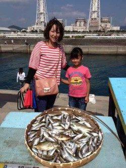 マリーナシティ海釣り公園 サビキのアジはいぜん3ケタ釣果