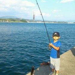 堺漁港でファミリーフィッシング!お子様が一番乗り!