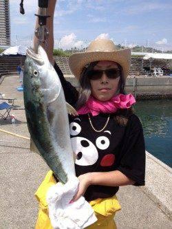 マリーナシティ海洋釣り堀 ブリの他、マダイ&メジロの釣果