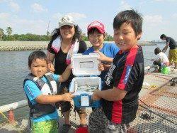尼崎市魚つり公園、連休最終日はサビキが絶好調でした!