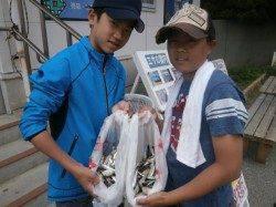 大阪南港魚つり園 イワシ良く釣れています、サッパ・アジも少々