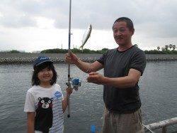 サビキなら昼以降の回遊狙い!尼崎市立魚つり公園