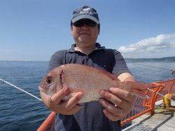 平磯海釣り公園 投げ釣りでマダイ30cm
