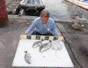 湾内の筏でチヌ3枚とタコの釣果