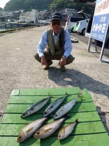 沖一文字外向き カゴ釣りでイサギ・ゴマサバ・グレ
