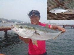 須磨海づり公園 のませ釣りでブリ98.7cmがHIT!