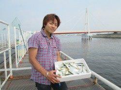 尼崎市立魚つり公園 ズボ釣りのハネが好調でした♪