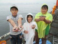 尼崎市立魚つり公園 雨でしたがサビキはお土産十分でした♪