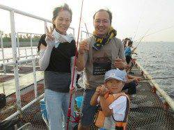 尼崎市立魚つり公園 20cmを超えるサバの引きで子供たち大喜びでした