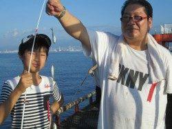 尼崎市魚つり公園 今日もアジ・サバ好調です