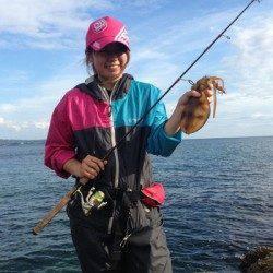 白浜周辺 仲間とのエギング釣行で小型ながらアオリイカ☆