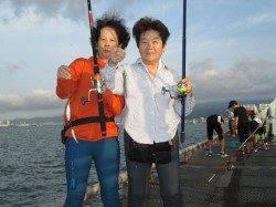 サビキでアジ連掛け 尼崎市立魚つり公園