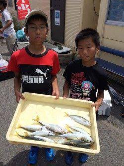 マリーナシティ海釣り公園 大きいアジが釣れました♪