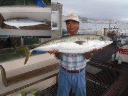 須磨海づり公園 記録賞ブリ101.7cmがきました!