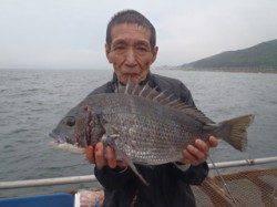 須磨海釣り公園 カゴ天秤仕掛けでチヌ48cm