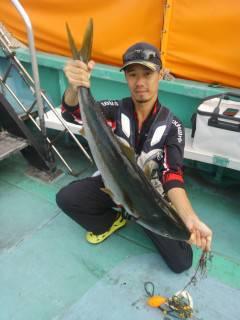 岸和田一文字 沖の北のノマセ釣りでメジロ85センチ!