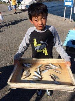 マリーナシティ海釣り公園 サビキでアジ・イワシなど楽しめる