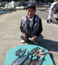 沖一文字内向き タチウオ・グレ・イサギ・ハマチ・アジなど魚種多彩