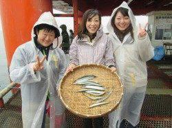 尼崎市立魚つり公園 お子様連れのグループがアイゴ・チヌ・サヨリなど