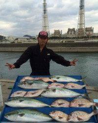 マリーナシティ海洋釣り堀 ブリサイズの良型青物釣れました!