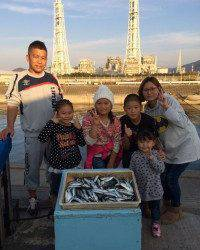 マリーナシティ海釣り公園、イワシ絶好釣!
