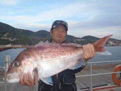 須磨海釣り公園 ウキ流し釣りでマダイ76cm