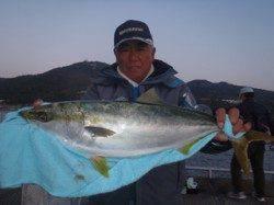 須磨海づり公園でメジロ68cm!ウキ流し釣りでの釣果です