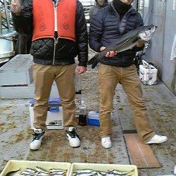 岸和田一文字 旧赤灯で28cm程度の良型アジ大漁★ ほかスズキの釣果も