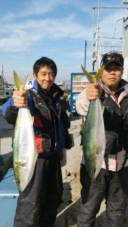 岸和田一文字 沖の北でアジのノマセ釣り、メジロ64cmが釣れています♪