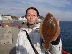平磯海づり公園 投げ釣りでカレイ29.5cm!