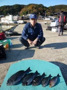 沖一文字内向きのカゴ釣り釣果 グレ42cmの良型があがっています