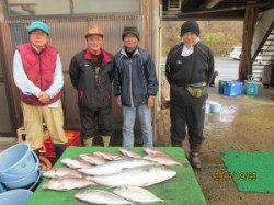 【25日】雨の海上釣堀でメジロ・マダイ・シマアジ