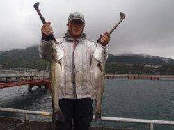 須磨海づり公園 シラサエビのウキ流し釣りでハネ55cmと65cm