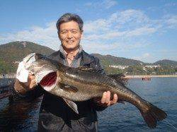 須磨海づり公園 のませでスズキ73cmをキャッチ