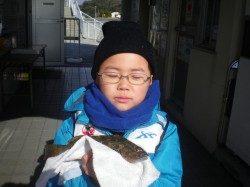 姫路市立遊魚センターでお子様がアイナメGET!
