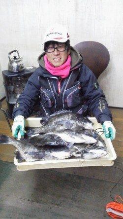 岸和田一文字 中波戸でチヌ好調、49cmまでを8匹の釣果